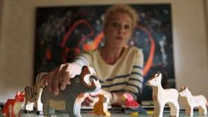 """Ersteigern Sie ein Set hochwertiger Holzfiguren aus der ZDF-Reihe """"Frühling"""""""