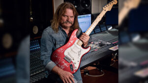 Ersteigern Sie ein Stück Musikgeschichte: Eine Original Fender Stratocaster E-Gitarre signiert von der Stars der Mandoki Soulmates